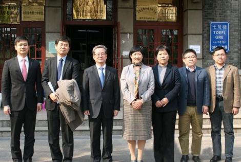 【新闻】2016年3月24日韩国驻青岛总领事李寿尊访问山东大学并作报告